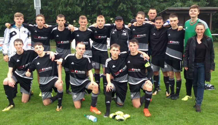 Dieses Bild hat ein leeres Alt-Attribut. Der Dateiname ist Anja-Kempf-Joern-Heins-U19-Fussballschule-nash.jpg